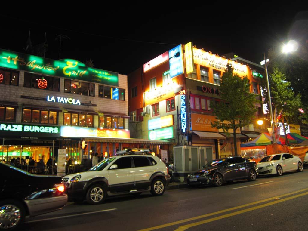写真,素材,無料,フリー,フォト,クリエイティブ・コモンズ,風景,壁紙,ソウルの夜景, 繁華街, ネオン, 自動車, 夜