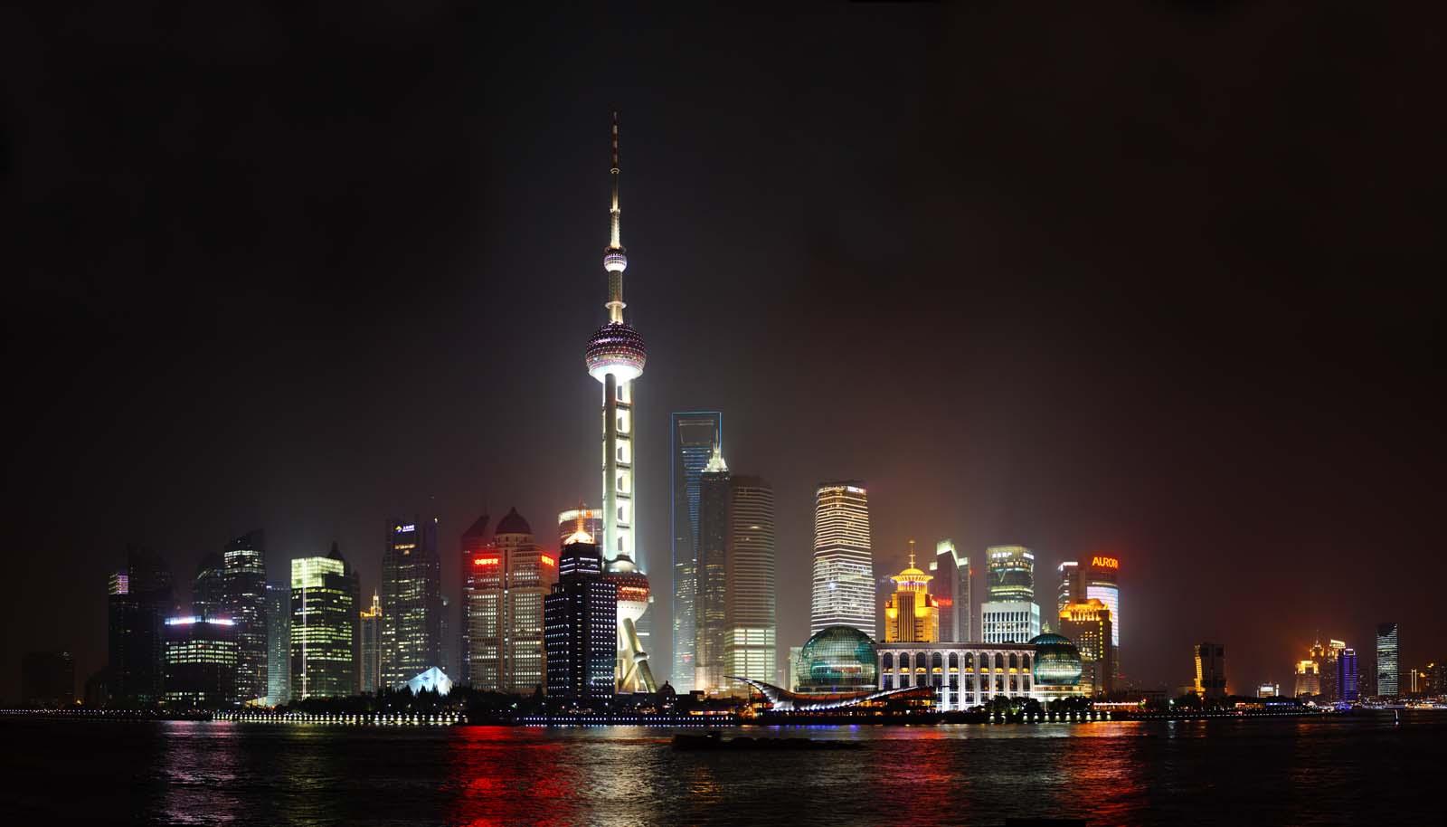 写真,素材,無料,フリー,フォト,クリエイティブ・コモンズ,風景,壁紙,上海の夜景, 東方明珠電視塔, 川, ネオン, ライトアップ