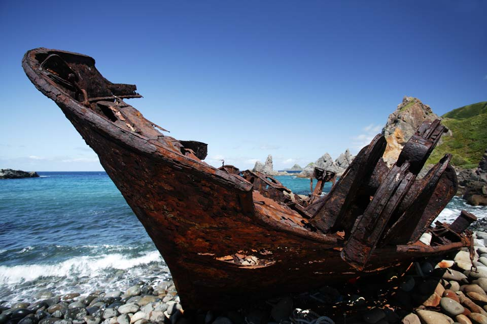 photo,material,free,landscape,picture,stock photo,Creative Commons,Dead in a sacred place, Stranding, ship, Rust, scrapped ship