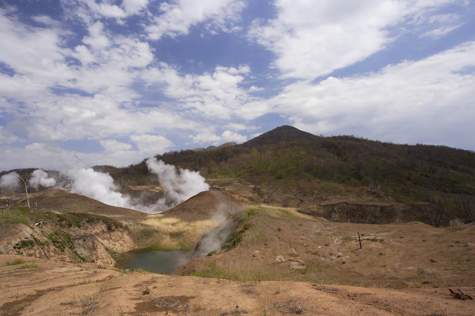 photo,material,free,landscape,picture,stock photo,Creative Commons,The neighborhood of Mt. Usu-zan crater, Eruption, Smoke, fallen tree, Magma
