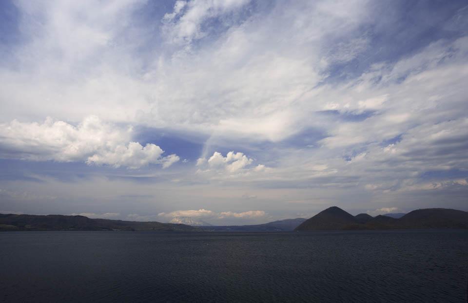 写真,素材,無料,フリー,フォト,クリエイティブ・コモンズ,風景,壁紙,洞爺湖と羊蹄山, 洞爺湖, 湖, 雲, 青空