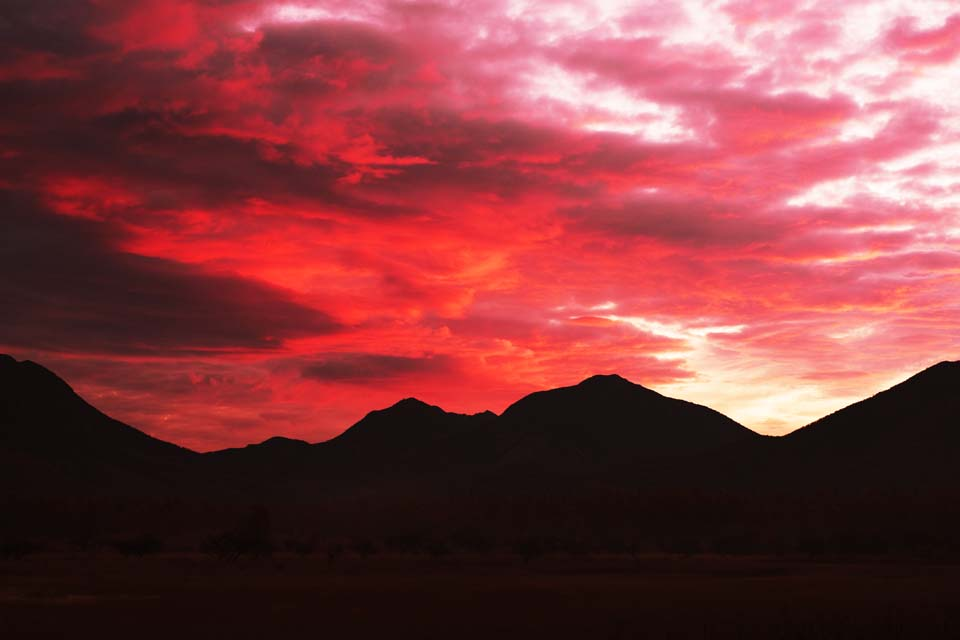 photo,material,free,landscape,picture,stock photo,Creative Commons,A group of deep red clouds, The sunrise, The morning glow, ridgeline, Skyline