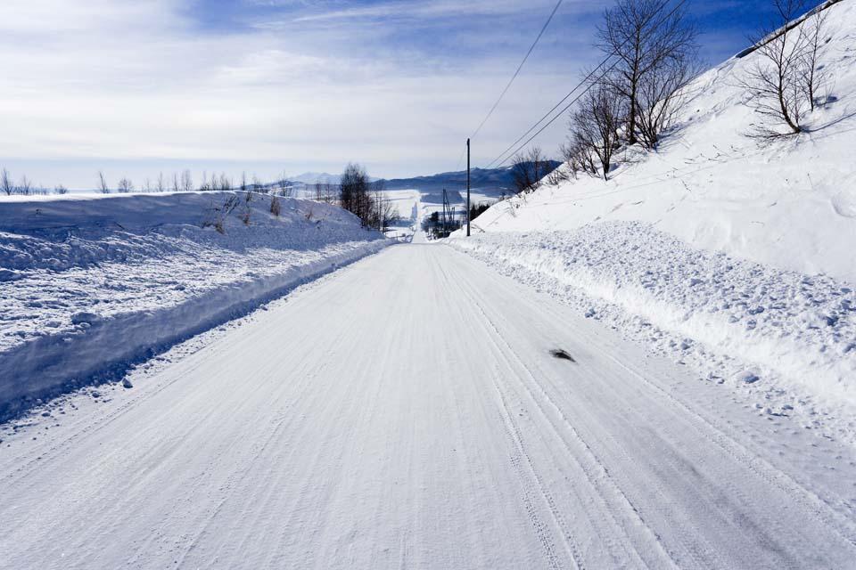 写真,素材,無料,フリー,フォト,クリエイティブ・コモンズ,風景,壁紙,雪道一直線, 路面凍結, 青空, 雪原, 雪