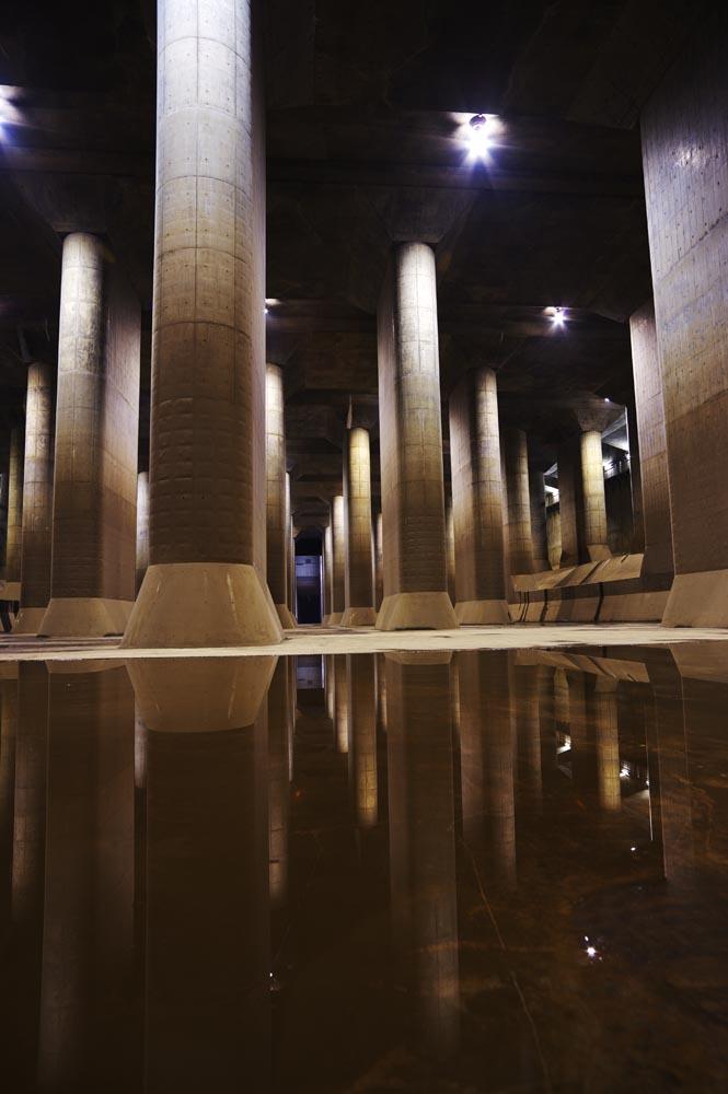 写真,素材,無料,フリー,フォト,クリエイティブ・コモンズ,風景,壁紙,巨大地下神殿, コンクリート, 柱, 貯水池, 地下