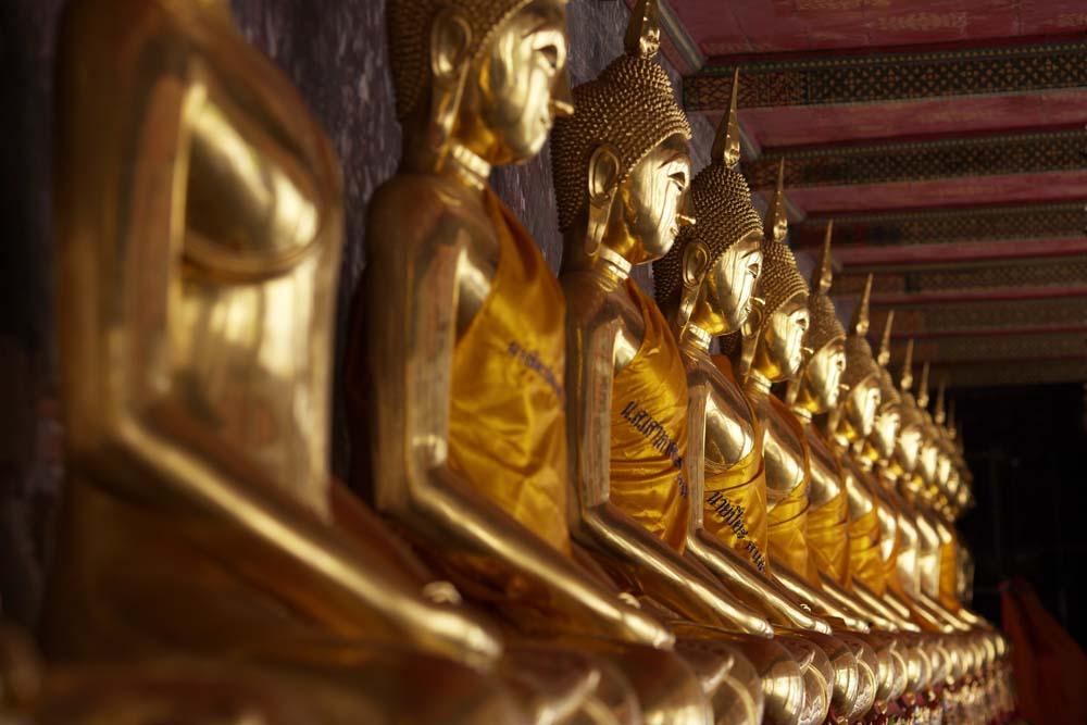 写真,素材,無料,フリー,フォト,クリエイティブ・コモンズ,風景,壁紙,ワット・スタットの黄金の仏像列, 寺院, 仏像, 回廊, 黄金