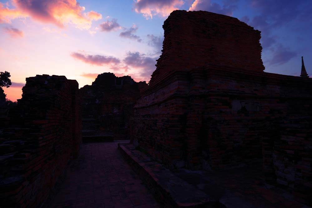 写真,素材,無料,フリー,フォト,クリエイティブ・コモンズ,風景,壁紙,ワット・プラ・マハタートの夕暮れ, 世界文化遺産, 仏教, 廃墟, アユタヤ遺跡