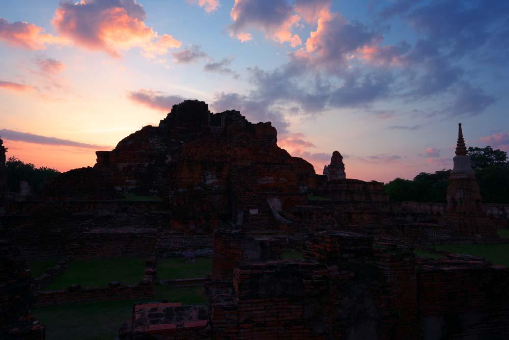 foto,tela,gratis,paisaje,fotografía,idea,Anochecer de Wat Phra Mahathat, La herencia cultural de mundo, Buddhism, Las ruinas, Sobras de Ayutthaya