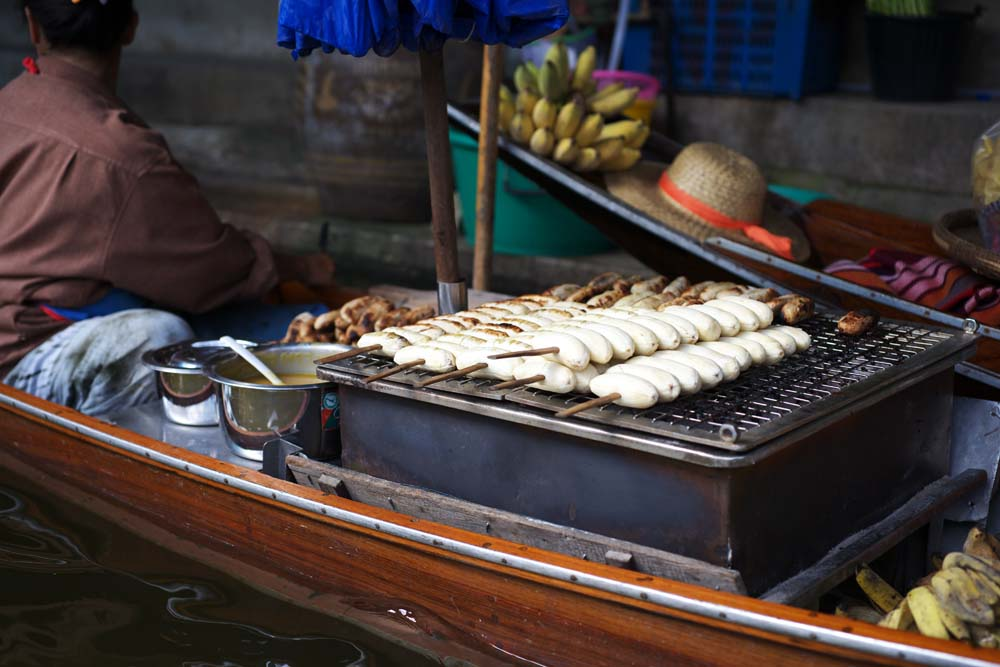 写真,素材,無料,フリー,フォト,クリエイティブ・コモンズ,風景,壁紙,水上マーケットの焼きバナナ売り, 市場, 売買, ボート, ダムヌン・サドゥアック
