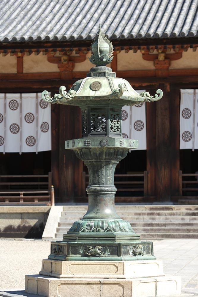Foto, materieel, vrij, landschap, schilderstuk, bevoorraden foto,Horyu-ji Tempel tuin lantaarn, Boeddhisme, Tuinier lantaarn, Hollyhock mon, Brons
