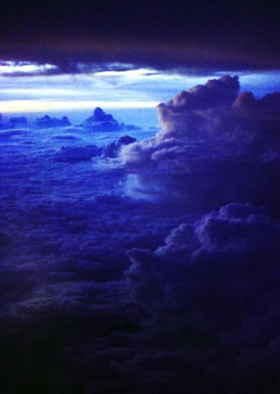 写真,素材,無料,フリー,フォト,クリエイティブ・コモンズ,風景,壁紙,終焉の時, 青, 雲, ,