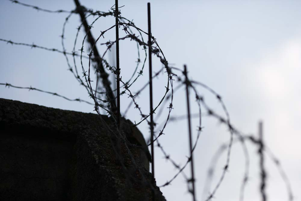 photo,material,free,landscape,picture,stock photo,Creative Commons,Refusal, Barbed wire, wall, ,