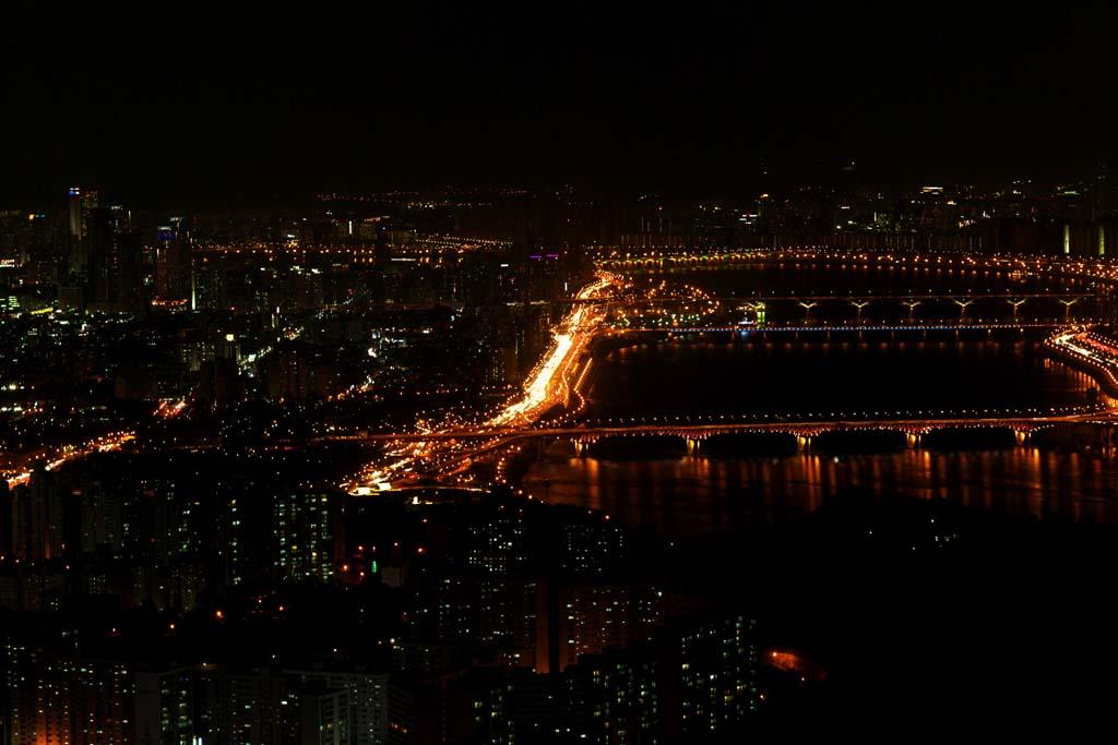 写真,素材,無料,フリー,フォト,クリエイティブ・コモンズ,風景,壁紙,ソウルの夜景, ビル, ネオン, ヘッドライト, 照明