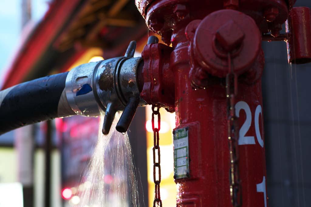 写真,素材,無料,フリー,フォト,クリエイティブ・コモンズ,風景,壁紙,全開放水, 火事, 緊急時, 漏水, 消火活動