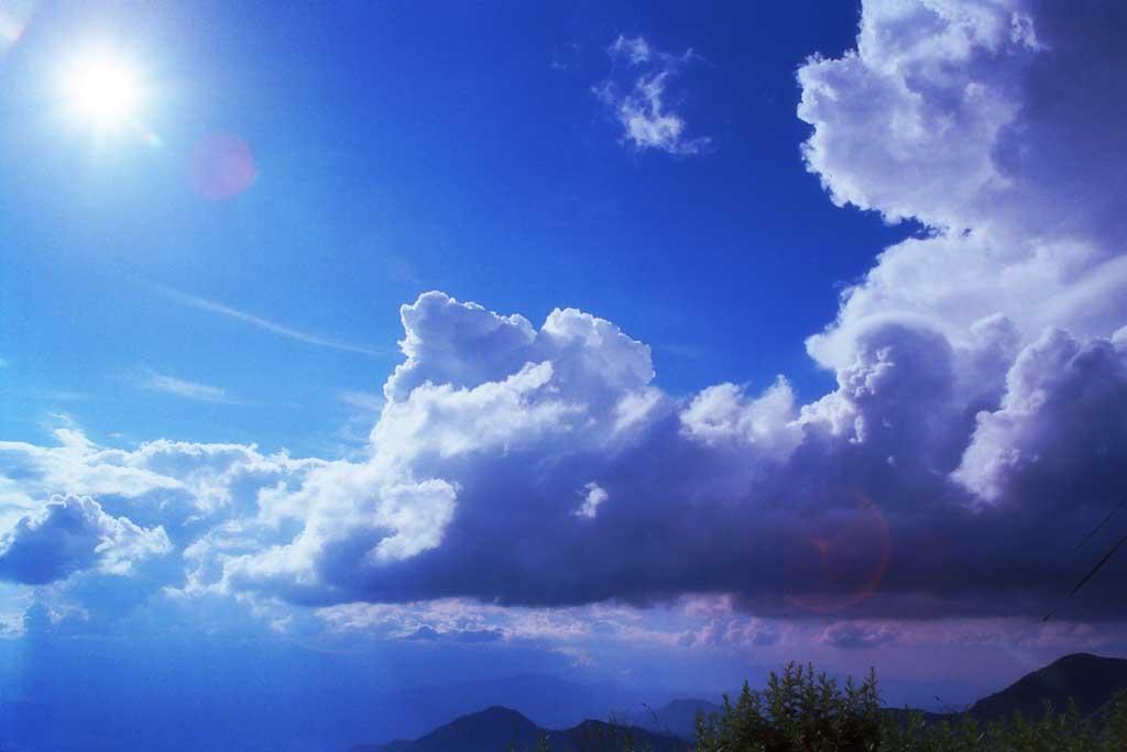 写真,素材,無料,フリー,フォト,クリエイティブ・コモンズ,風景,壁紙,高原の夏, 雲, 青空, 太陽,