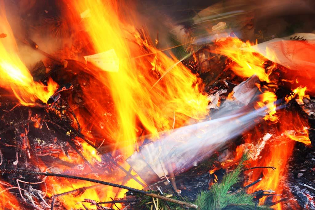 写真,素材,無料,フリー,フォト,クリエイティブ・コモンズ,風景,壁紙,どんと焼き, 炎, 炎上, 火祭り, 年神