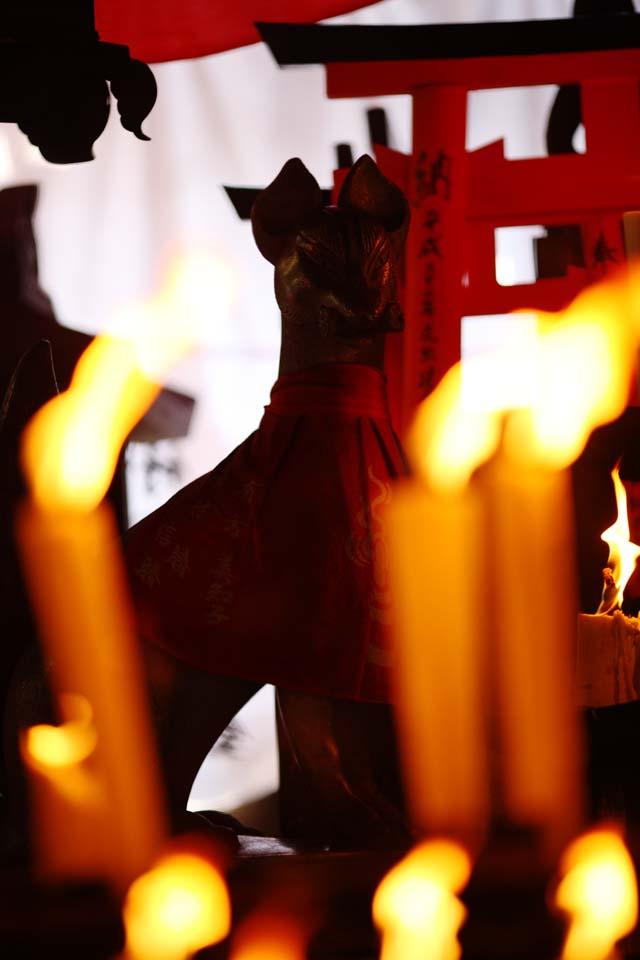 写真,素材,無料,フリー,フォト,クリエイティブ・コモンズ,風景,壁紙,伏見稲荷大社 熊鷹社, 蝋燭, ロウソク, お稲荷さん, 狐
